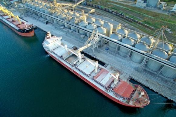 Лидером зерноперевалки среди украинских портов в первом полугодии т.г. стал порт Черноморск фото, иллюстрация
