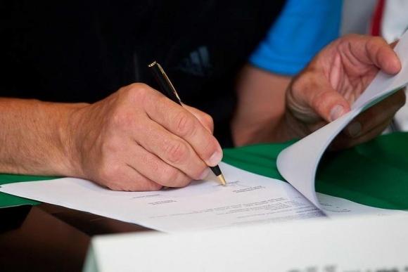 За допуск працівника до сезонних робіт без трудового договору - штраф до 100 тис. грн фото, ілюстрація