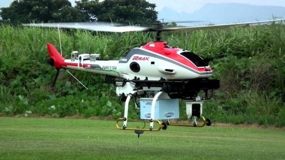 Пять дронов-помощников при обработке полей фото, иллюстрация
