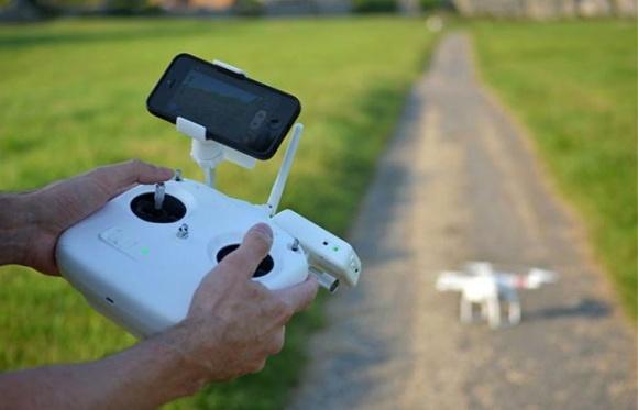 Многие фермеры попали в ловушку, используя дрон фото, иллюстрация