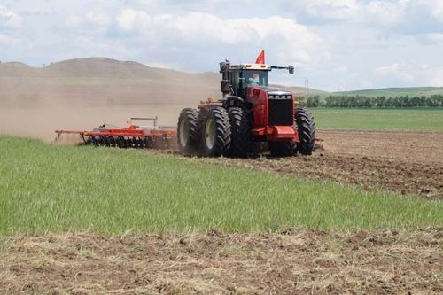Аграрии ускоряют темпы проведения весенне-полевых работ, - Владимир Топчий фото, иллюстрация
