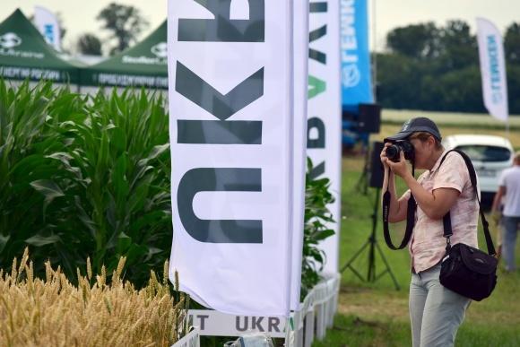Системы выращивания культур от «UKRAVIT» - эффективны. Доказано в поле фото, иллюстрация