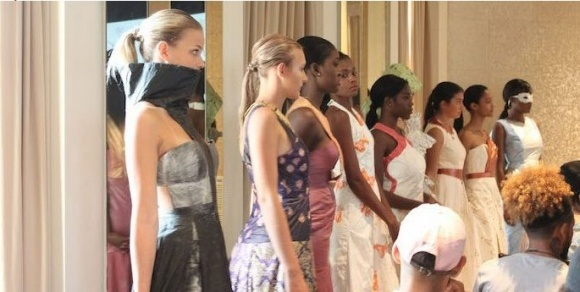 В Филадельфии прошел конкурс вечерних платьев из ткани DuPont фото, иллюстрация