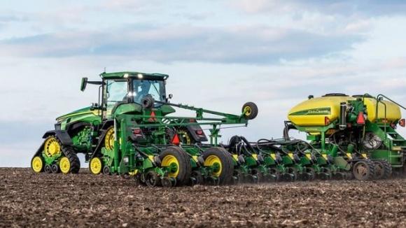 John Deere представила современный трактор серии 8R фото, иллюстрация