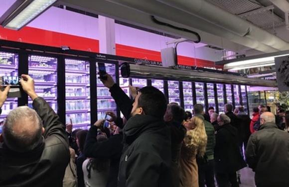 Французький супермаркет поставив міську ферму прямо в торговому залі фото, ілюстрація