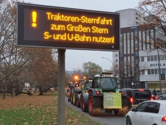 Тысячи фермеров протестуют в Берлине против политики правительства Меркель фото, иллюстрация