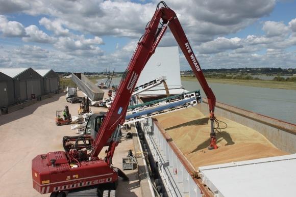 Україна поб'є рекорд з експорту зерна - Кутовий фото, ілюстрація