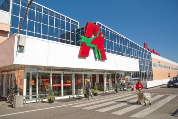 Кількість українців у Польщі досягла 2 млн. Auchan Poland шукає для них українські товари фото, ілюстрація