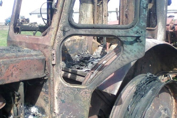 На Тернопільщині фермеру спалили 3 трактори фото, ілюстрація