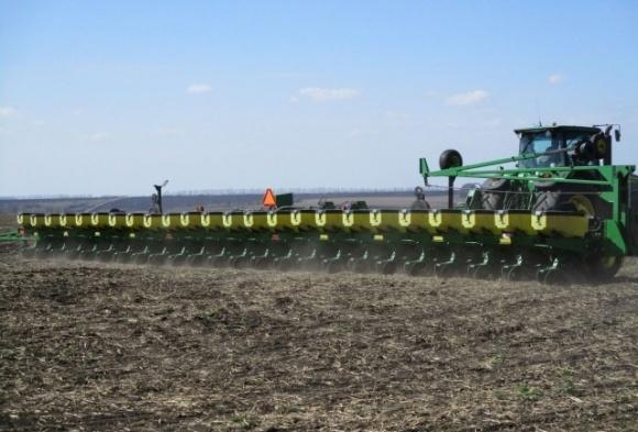 У березні на полях України спостерігалося швидке висихання верхніх шарів ґрунту фото, ілюстрація