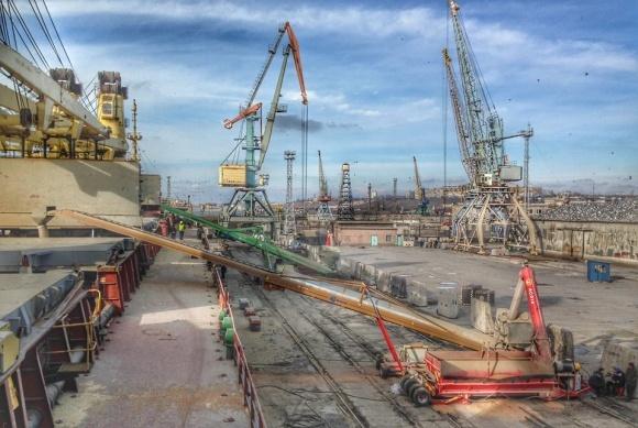 Агрия загрузила зерном свое первое судно фото, иллюстрация