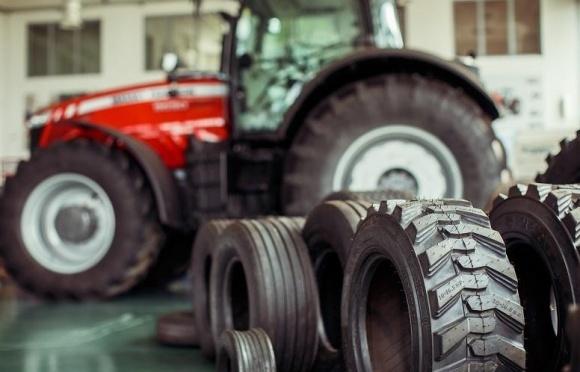АМАКО запускает акцию на шины к сельхозтехнике фото, иллюстрация
