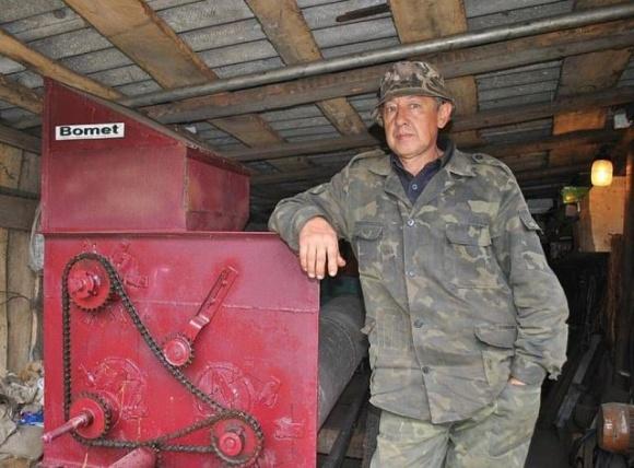 Чоловік створив комбайн — мрію багатьох селян, які вирощують гарбузи для продажу насіння фото, ілюстрація