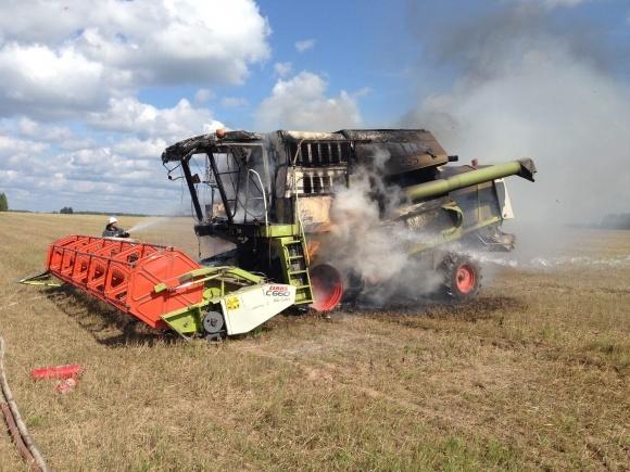 У світі збільшилася кількість пожеж техніки при збиранні врожаю фото, ілюстрація
