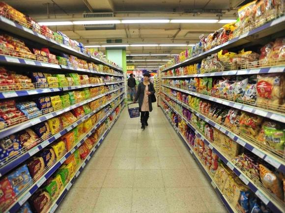 Українці утримуються від покупки м'яса, соків та горілки фото, ілюстрація