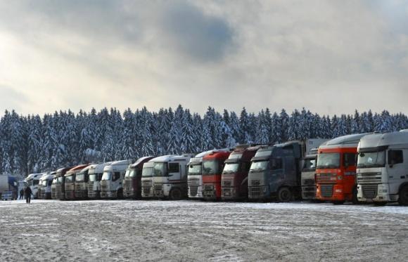 Автотранспорт остается самым популярным среди грузоперевозок фото, иллюстрация