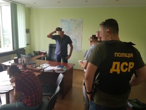 На Киевщине разоблачили работника Госгеокадастра, который требовал 6 тыс. долл. США за беспрепятственное получение земельных участков  фото, иллюстрация