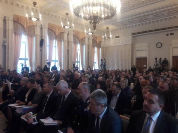Отнимает у фермеров надежду: Харьковские депутаты просят Зеленского изменить закон о рынке земли фото, иллюстрация