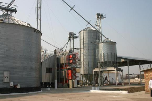 Нові можливості підлогового зберігання зерна:  технічне забезпечення фото, иллюстрация