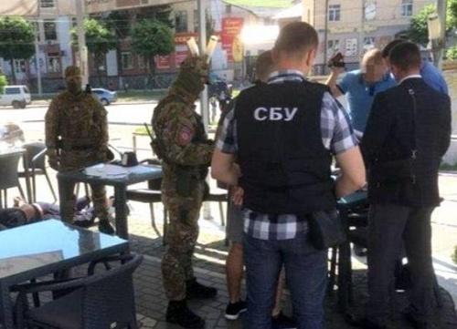 У Вінниці затримали рекетирів, які вимагали у фермера $240 тисяч за «врегулювання спору» фото, ілюстрація