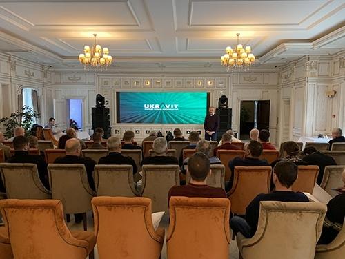 Завжди поряд з клієнтом: «UKRAVIT» провела навчальні семінари для аграріїв України фото, ілюстрація
