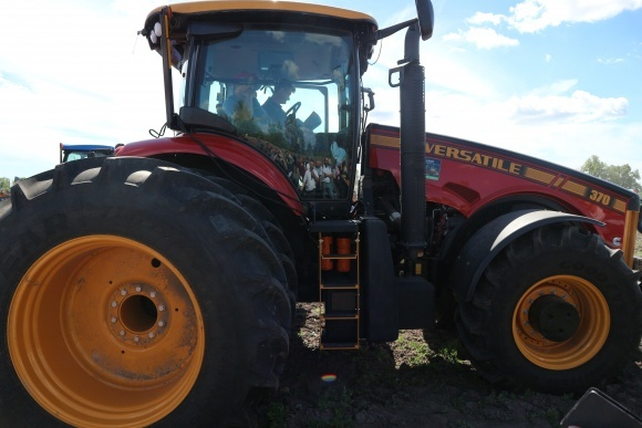 В Україні вперше презентовано трактор VERSATILE 370 фото, ілюстрація