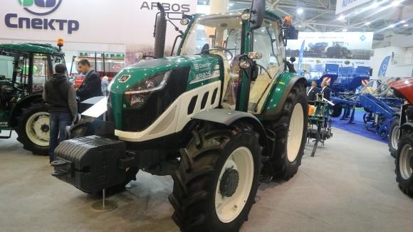 """Компания """"Спектр-Агро» вывела на украинский рынок новые модели тракторов и сеялку  фото, иллюстрация"""