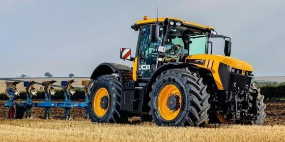 JCB выпустил самый быстрый в мире трактор фото, иллюстрация