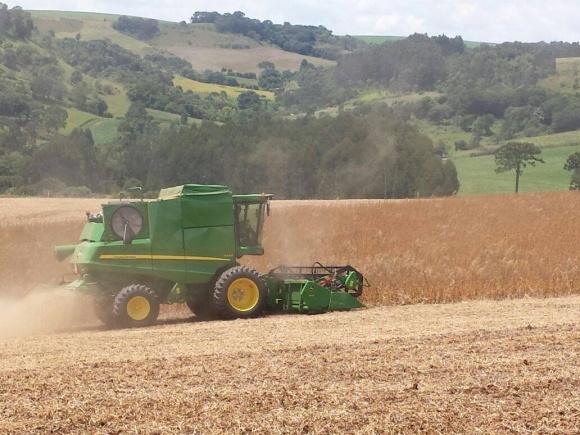 John Deere представила новий зернозбиральний комбайн S400 фото, ілюстрація