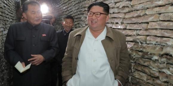 Ким Чен Ын раздал крестьянам зерно из собственных резервов. Эксперты убеждены, что гуманитарная ситуация в КНДР на грани катастрофы фото, иллюстрация
