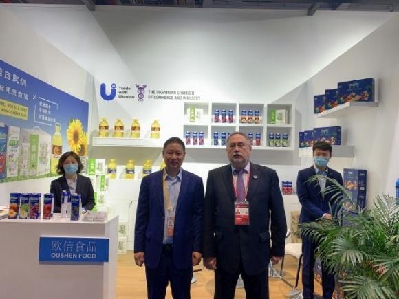 Олія від «Укролія» представлена на Китайському міжнародному імпортному ЕКСПО (China International Import Expo) фото, ілюстрація