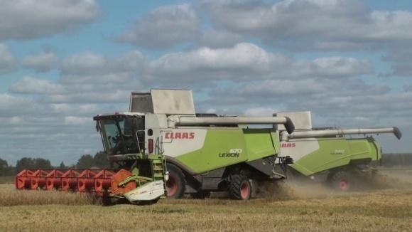 Холдинг «АгроВиста» приобрел 7 комбайнов CLAAS LEXION 670 и 4 трактора AXION 930 фото, иллюстрация