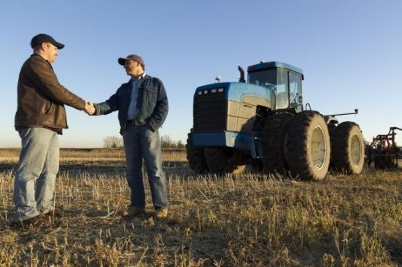 Виграшні кроки дрібного фермера: кооперативний рух та прийняття швидких рішень фото, ілюстрація