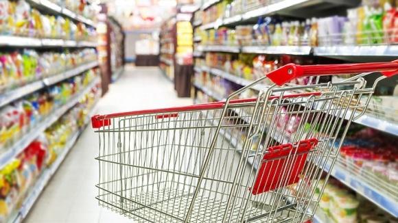 Из потребительской корзины украинцев исключаются крупы, овощи и фрукты фото, иллюстрация