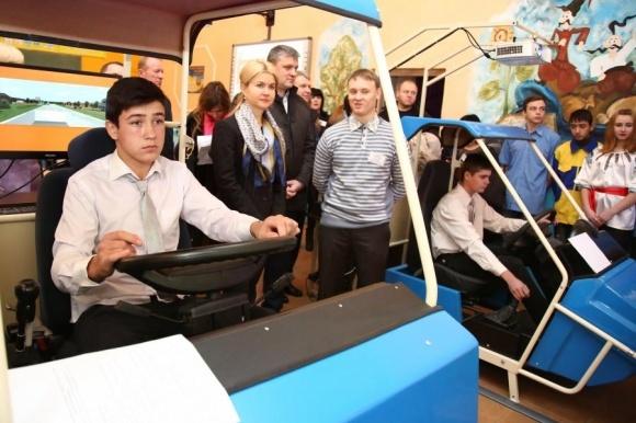У Краснокутському агроліцеї відкрили автоматизований кабінет підготовки трактористів фото, ілюстрація