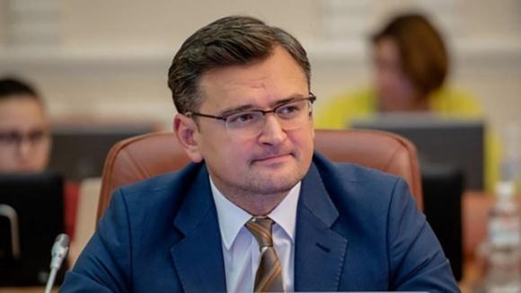 Сейчас нелогично отправлять украинских работников за границу, – Кулеба фото, иллюстрация
