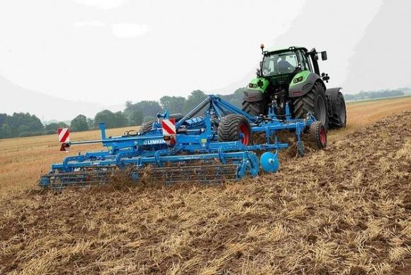 Предпосевная подготовка почвы: эффективные культиваторы фото, иллюстрация