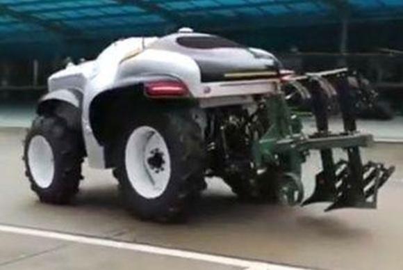 В Китае разработали беспилотный трактор на водороде фото, иллюстрация