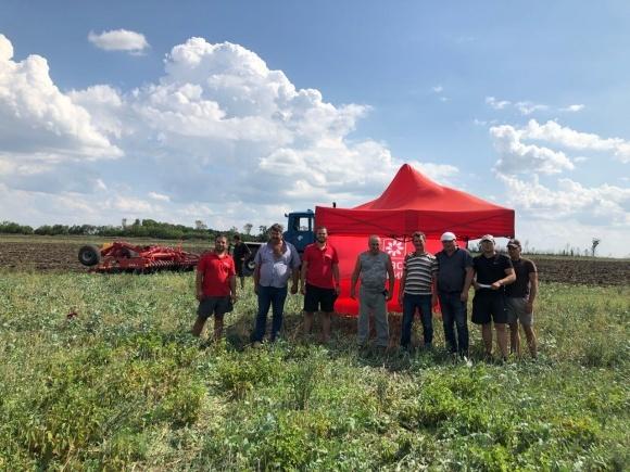 «Лозовские машины» продемонстрировали сельхозтехнику в четырех регионах Украины, на очереди – Полтава и юг Украины фото, иллюстрация