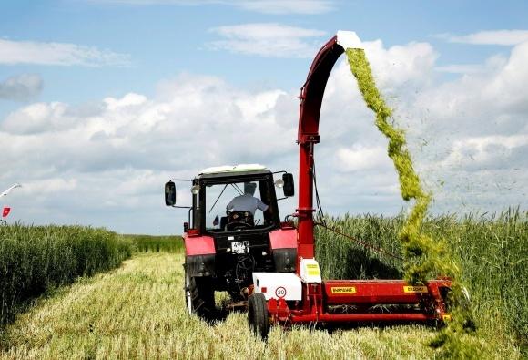 Середнє навантаження на трактор в США - до 40 га, в Росії - понад 300 га фото, ілюстрація