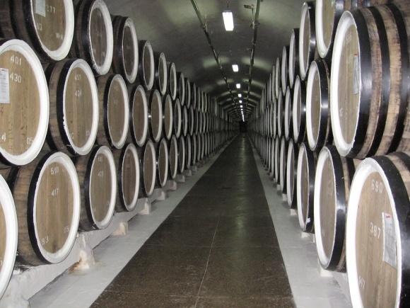 Казахи будут пить коллекционные вина из оккупированной Массандры фото, иллюстрация