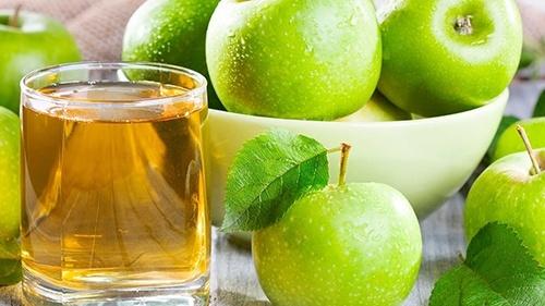 T.B. Fruit виробив близько 4 тис тон органічного яблучного концентрату фото, ілюстрація