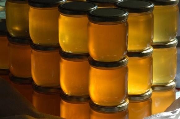 Бджолярі розповіли, який мед краще купувати цього сезону фото, ілюстрація