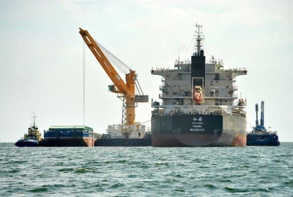 В порту Николаева произошел разлив подсолнечного масла — загрязнен Днепровско-Бугский лиман фото, иллюстрация