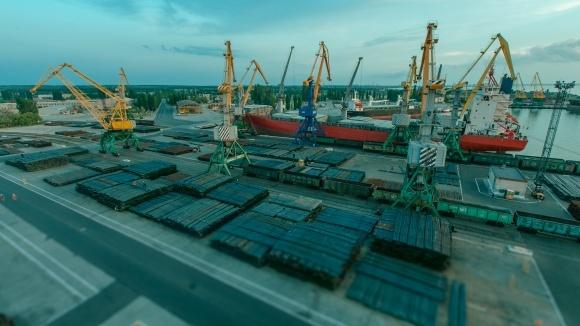 """Порт """"Октябрськ"""" готується до  перевалки зерна  фото, ілюстрація"""
