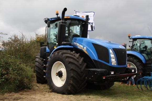 New Holland проведет тракторопробег в честь 100-летия тракторостроения Ford фото, иллюстрация