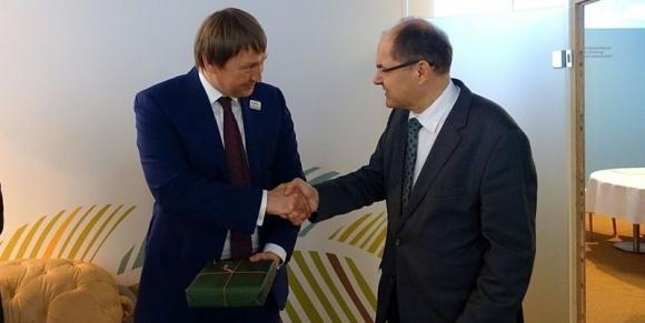 Агробизнес ФРГ заинтересован в сотрудничестве с Украиной, - П.Блейзер фото, иллюстрация