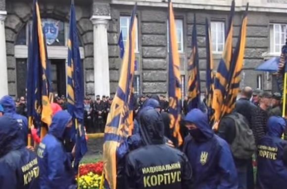 В Червонограде активисты НК посетили депутата ВРУ фото, иллюстрация