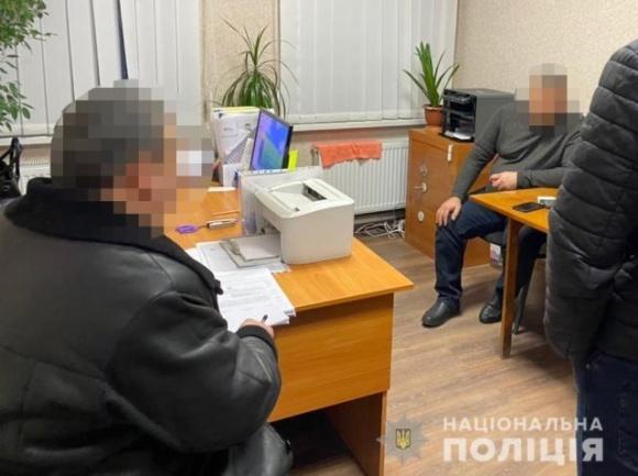 На Днепропетровщине полиция задержала на взятке сразу четырёх чиновников: среди них двое голов ОТГ, председатель РГА и главный архитектор фото, иллюстрация