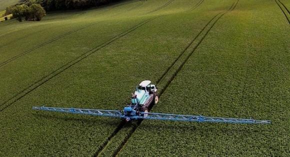 Представлено технологию, которая минимизирует снос пестицидов и повышает эффективность обработок посевов фото, иллюстрация